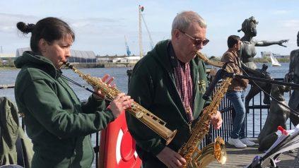 live music at mermaid quay