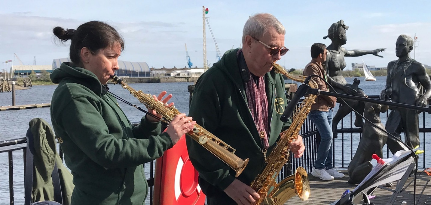 live music at mermaid quay